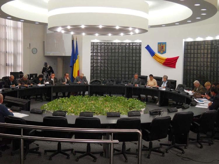 Efectele Ordonanţei traseiştilor şi ale destrămării USL: Consiliul Local Tulcea va funcţiona cu doar 19 aleşi