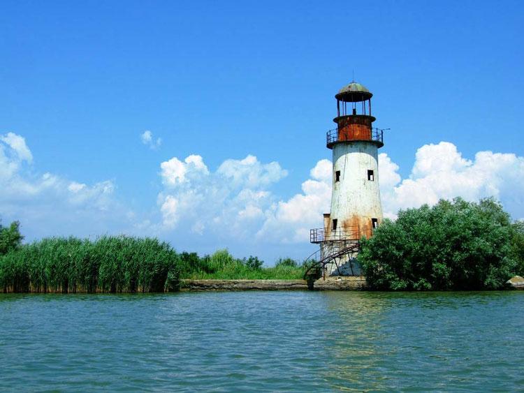Farurile din Sulina pot lumina din nou