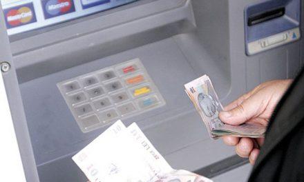 Tulcenii, din zi în zi mai cinstiţi:O femeie a returnat o sumă de câteva milioane bune de lei vechi găsită într-un bancomat