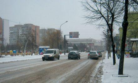 Vine iarna, bine-mi pare, să deszăpezim cu mic, cu mare!