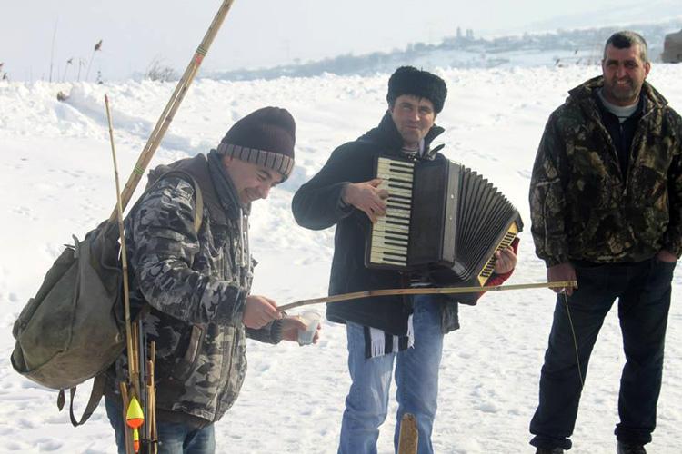 Ziua Naţională, sărbătorită cu pescuit la ştiucă, în deltă