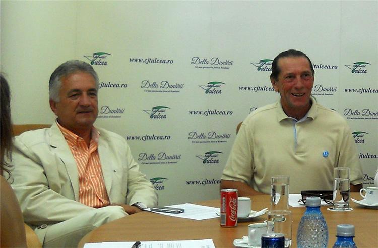 Patzaichin şi prietenii săi: primarul Hogea, prezent la sărbătorirea maestrului, de la Teatrul Naţional