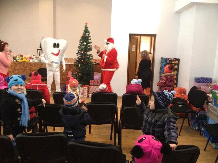 Peste 80 de copilaşi din comuna Frecăţei,vizitaţi în avans de Moş Crăciun
