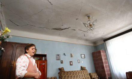 Tulcenii zgâlţâiţi de cutremurul din 22 noiembrie cer să fie despăgubiţi