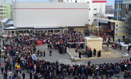 Ziua Naţională, sărbătorită la Tulcea cu paradă militară şi spectacol folcloric