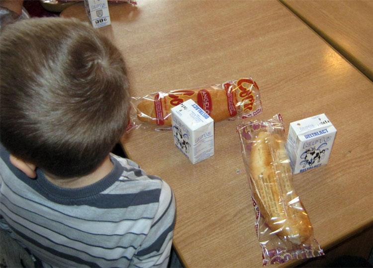 Cornurile şi laptele elevilor, păstrate în condiţii improprii