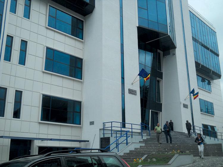 Profesorii tulceni suspectaţi de fraudarea BAC-ului de anul trecut, trimişi în judecată
