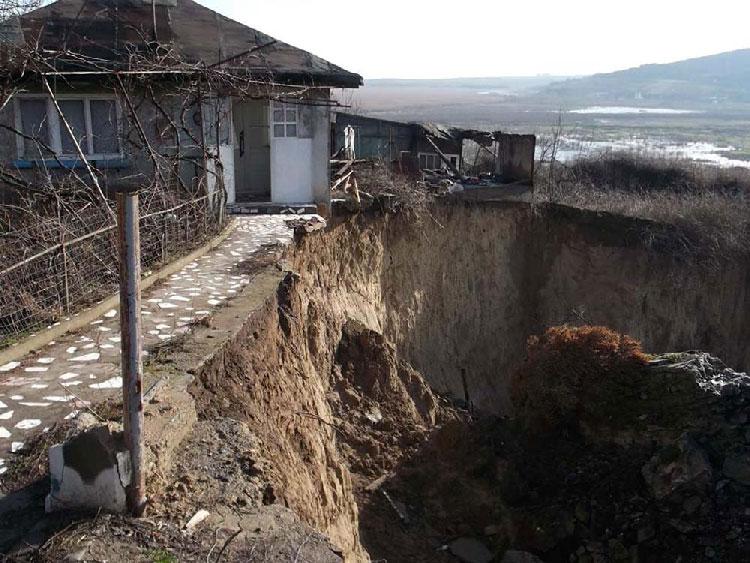 Aproape 15 miliarde, bani alocaţi pentru consolidarea unor maluri de pământ din municipiu