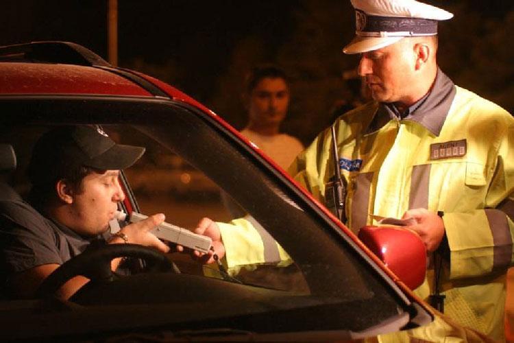 """Dosare penale pe bandă rulantă pentru şoferii """"aghesmuiţi"""""""
