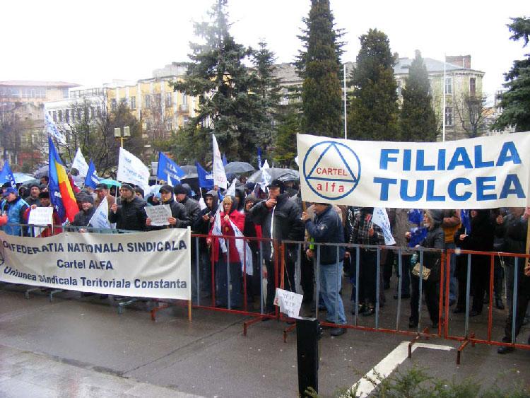 În administraţie se strâng rândurile pentru proteste