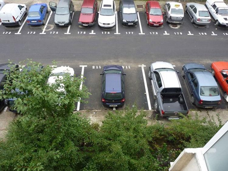 Şoferii tulceni, aşteptaţi la primărie pentru a-şi reînnoi rezervarea locului de parcare