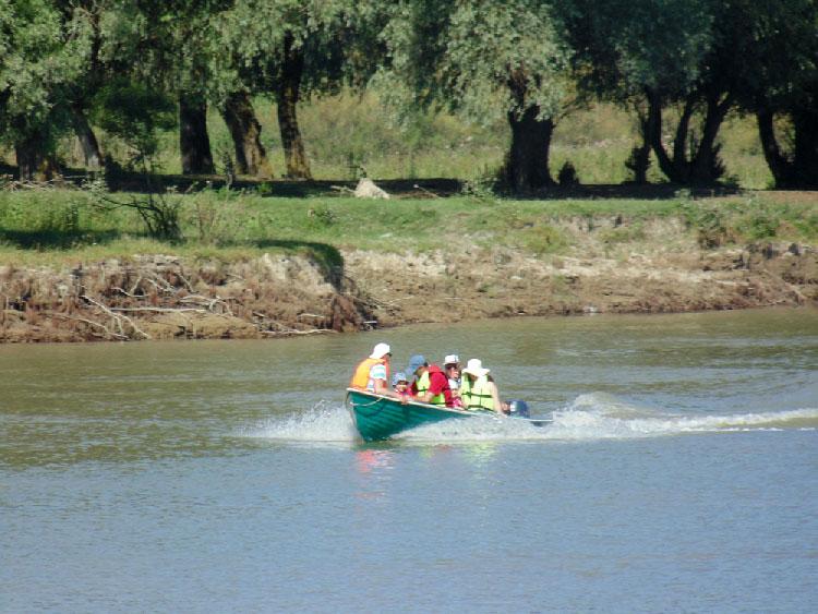 Ordinul privind ambarcaţiunile de agrement, atacat de operatorii turistici