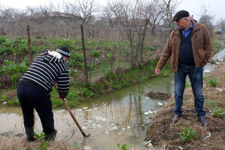 Pompierii militari au intervenit la Tulcea pentru a scoate apa din zeci de gospodării