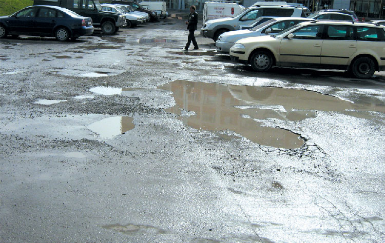 Primăria va începe după 15 martie plombarea străzilor afectate de îngheţ