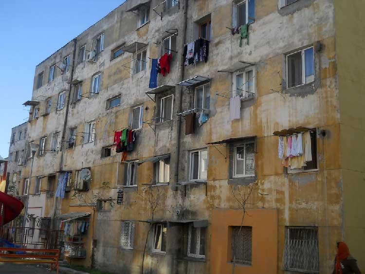 Proprietarii care nu-şi repară locuinţa sau nu şi-o izolează termic, pasibili de amenzi usturătoare!
