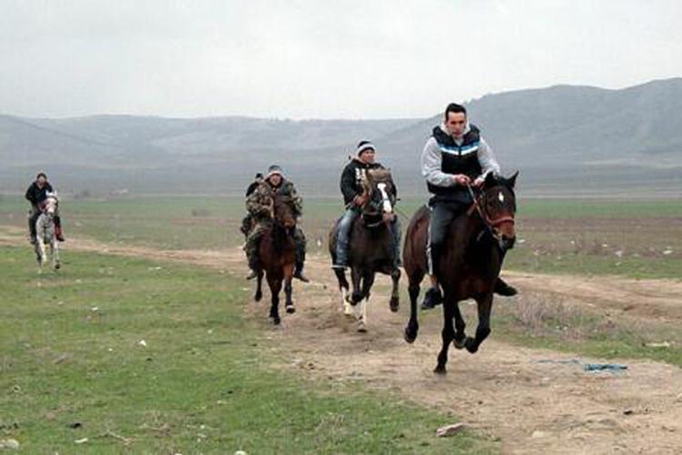 Călăreţi, pregătiţi-vă caii!