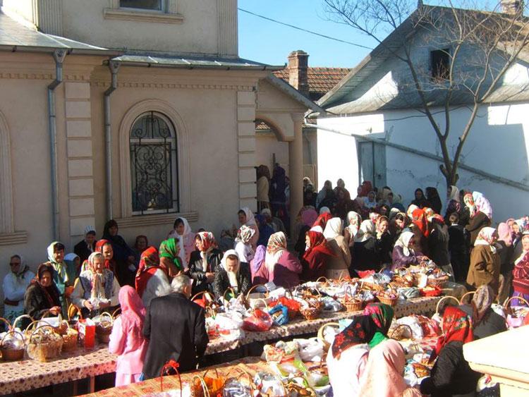 Turişti dornici să descopere tradiţiile de Paşte ale lipovenilor