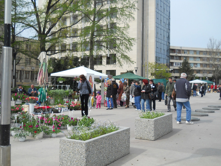 Tradiţionalul târg Expoflora deschide calendarul estival al evenimentelor susţinute de municipalitate