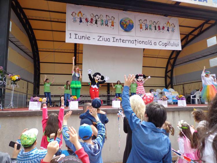 Domnul Clown, Mickey, Minnie şi prinţesa Sofia, invitaţi la Carnavalul de Ziua Copilului