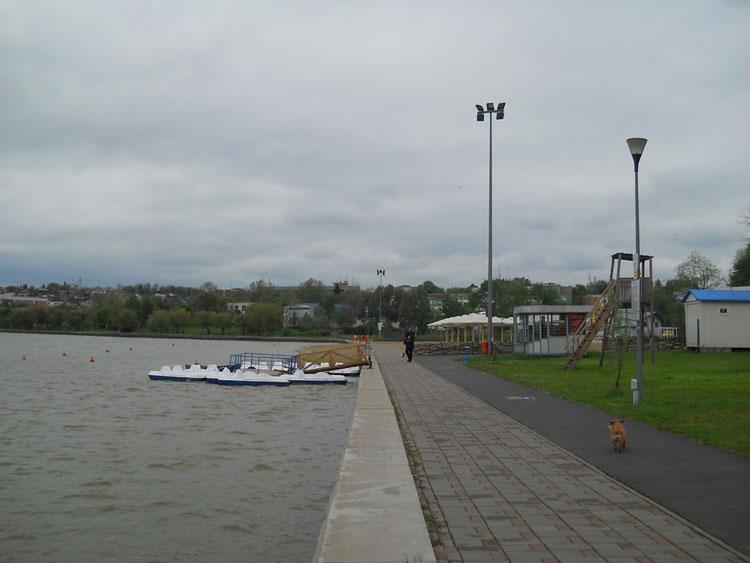 Plaja, locul pentru picnic şi hidrobicicletele din Parcul Ciuperca, la dispoziţia tulcenilor