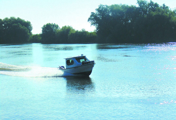 Stabilirea vitezei cu care bărcile vor putea circula pe canalele deltei, amânată de Guvern