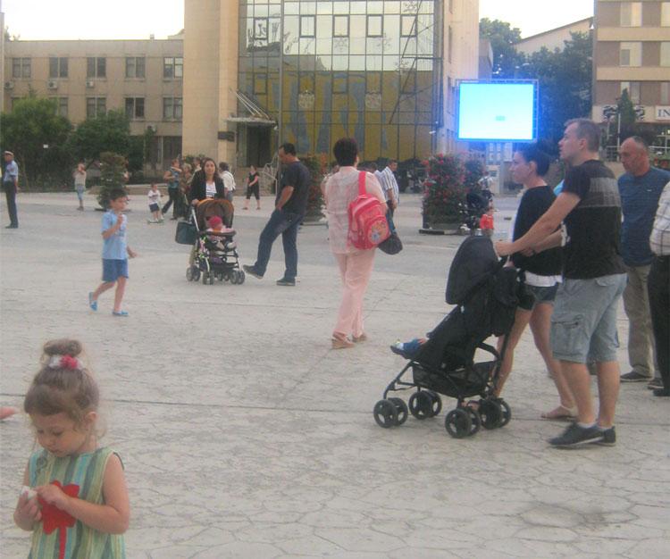 Pediatria închisă provoacă o nouă mobilizare: mămicile protestează în Piaţa Civică