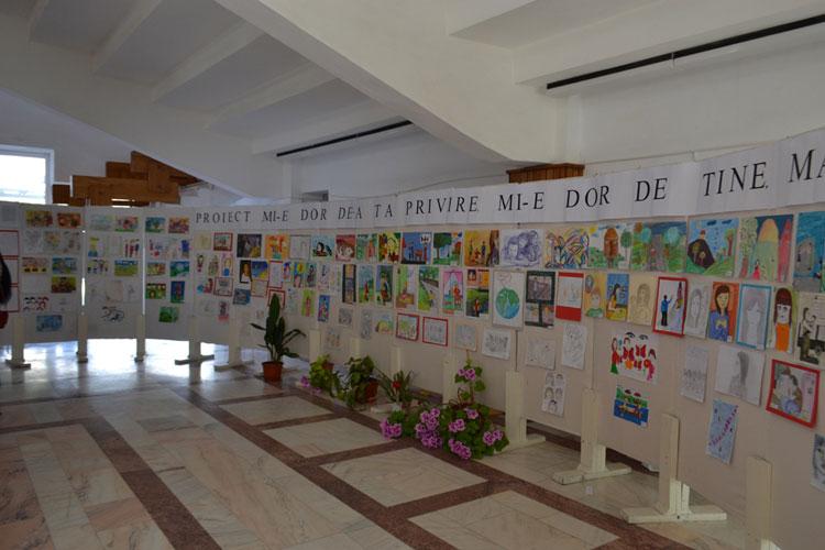 """Copiii din Babadag cu părinţi plecaţi în străinătate, miciartişti la Centrul Cultural """"Jean Bart"""""""