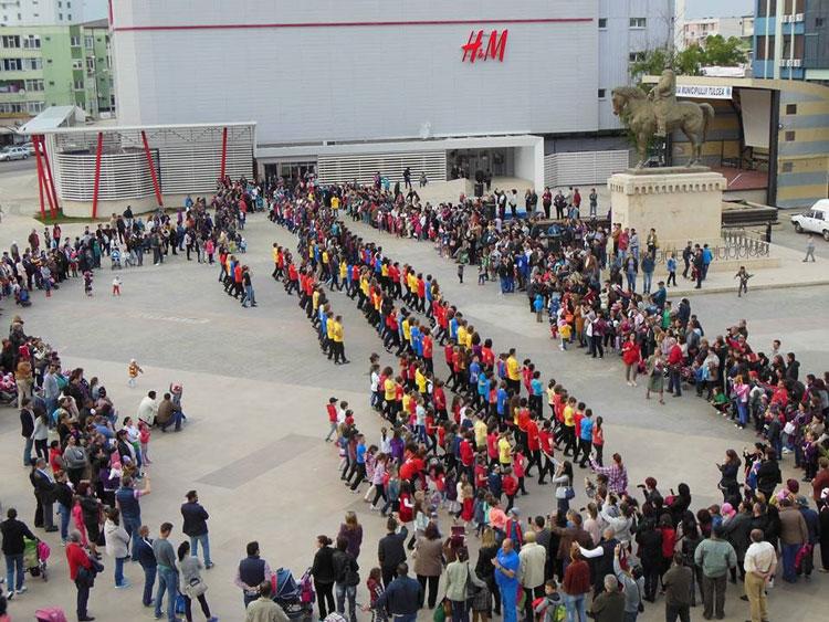 Flashmob de dansuri moderne, de Ziua Internaţională a Dunării