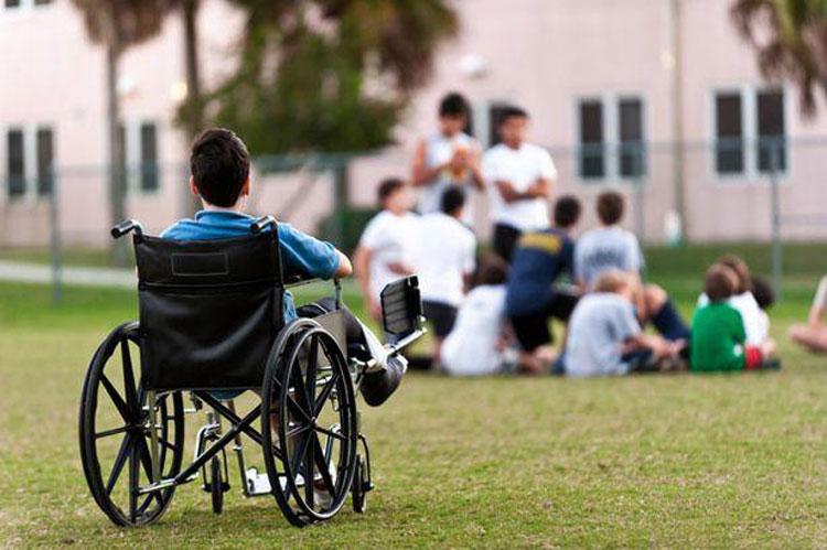 Persoanele cu dizabilităţi din centrele sociale ar putea fi trimise acasă