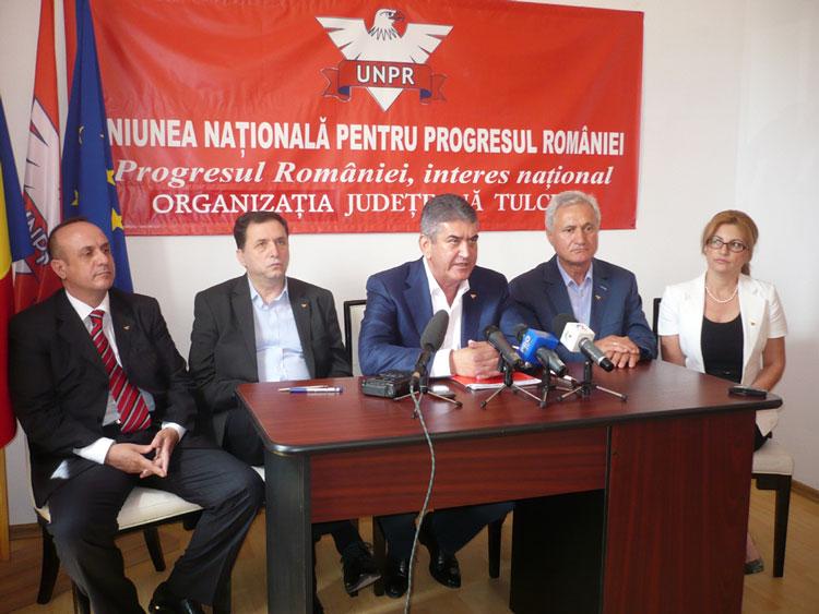 Preşedintele UNPR, Gabriel Oprea, a dat milităria jos din pod la Tulcea
