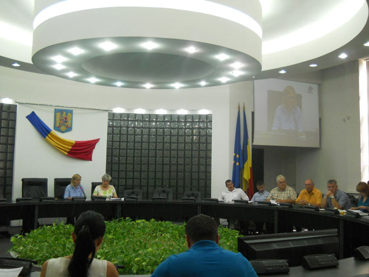S-au întâlnit ca să se certe:  edinţă extraordinară degeaba a Consiliului Local Tulcea