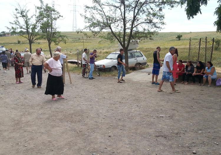 Singura fântână din Vărărie cu apă potabilă s-a  închis, cetăţenii protestează