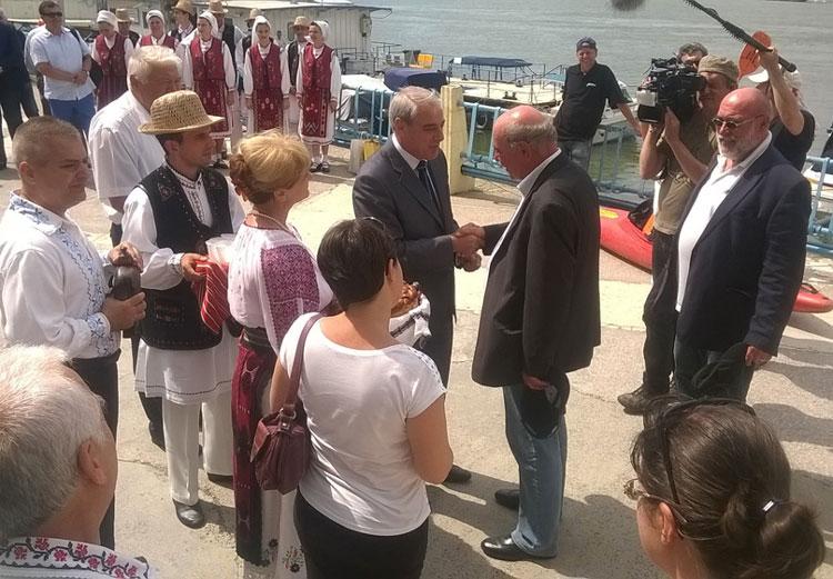 Primarul Ivo Gonner şi consilierii locali din Ulm au ajuns la Tulcea într-o ambarcaţiune tradiţională