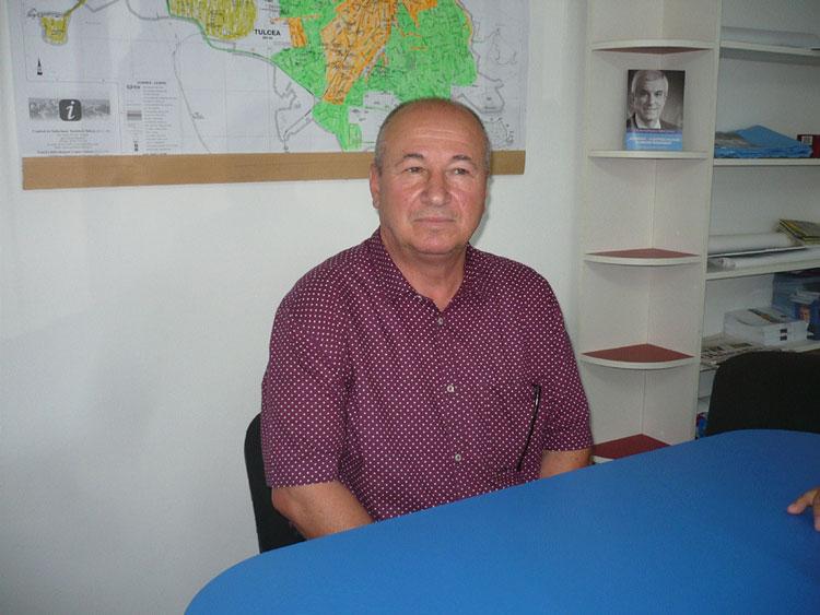 """Primarul comunei Mihail Kogălniceanu, Alexe Anastase:""""Parlamentarii mi-au furat proiectul de lege şi şi-au făcut pensii speciale"""""""