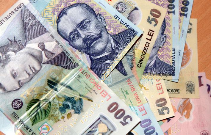 Angajaţii Primăriei Tulcea au noroc: luna viitoare vor lua salarii mai mari!