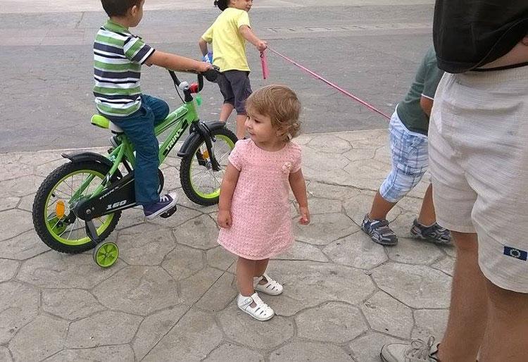 Copiii care se dau cu bicicleta prin Piaţa Civică, motiv de ceartă între mămicile tulcene