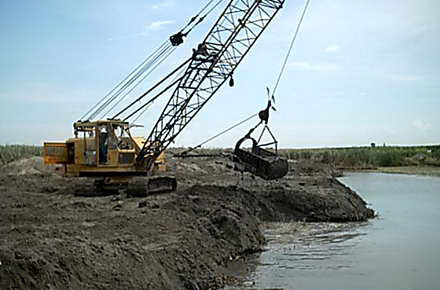 Din Fondul de Intervenţie la dispoziţia Guvernului: 2,4 milioane de lei pentru decolmatări în Delta Dunării