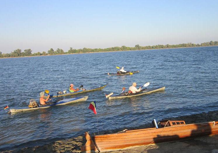 """La start: ediţia a 60-a a Turneului Internaţional al Dunării """"trage la rame"""" spre Sfântu Gheorghe"""