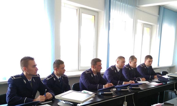 """Şase absolvenţi ai Şcolii de Agenţi de Poliţie """"Vasile Lascăr Câmpina"""", repartizaţi la Tulcea"""