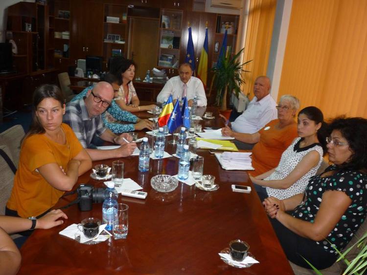 Suedezii cer autorităţilor de la Tulcea să le facă viaţa mai bună romilor din Babadag