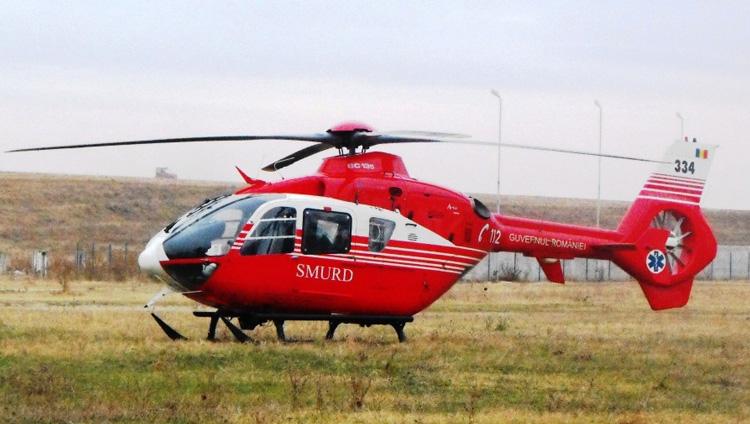 Un turist blocat cu un caiac în nămol, în zona Zatoane, a fost salvat cu un elicopter