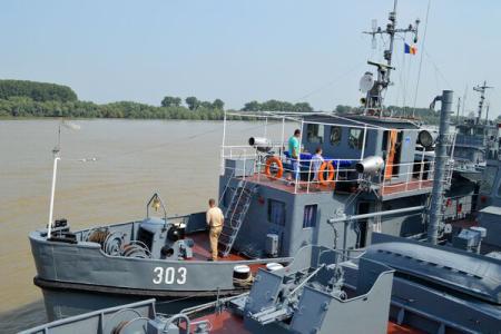 """Ziua Porţilor Deschise în Portul Militar Tulcea: fosta navă prezidenţială """"Mihai Viteazul"""" îşi aşteaptă vizitatorii"""