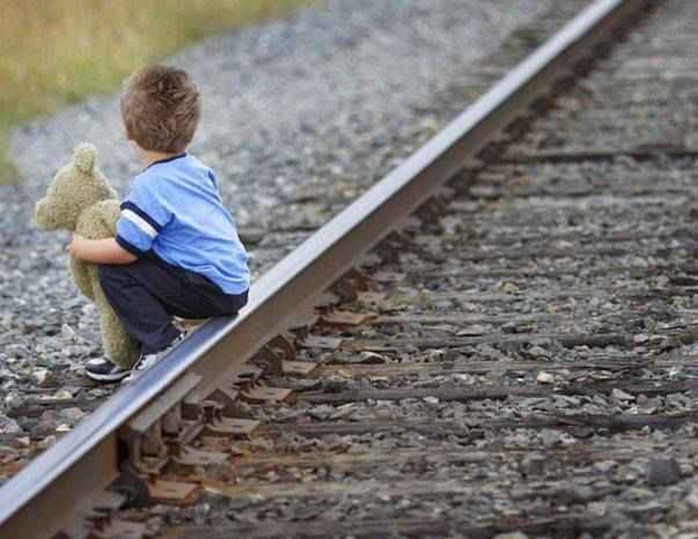 """""""Afacere"""" suspectă pe seama copiilor cu părinţii plecaţi la muncă peste hotare"""