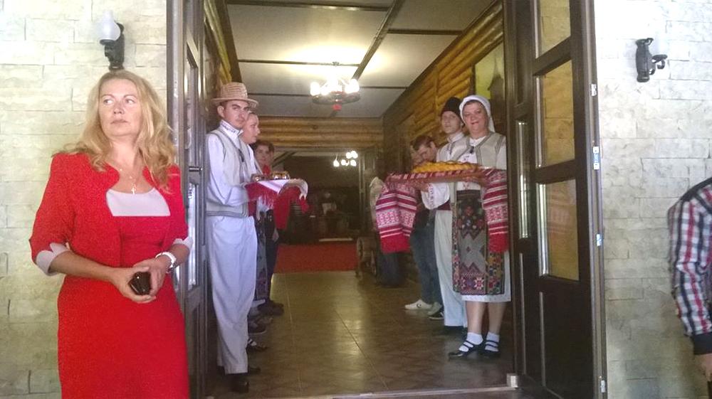"""Restaurantul """"Rustic"""", locul unde bucatele alese sunt completate perfect de atmosfera tradiţional românească"""