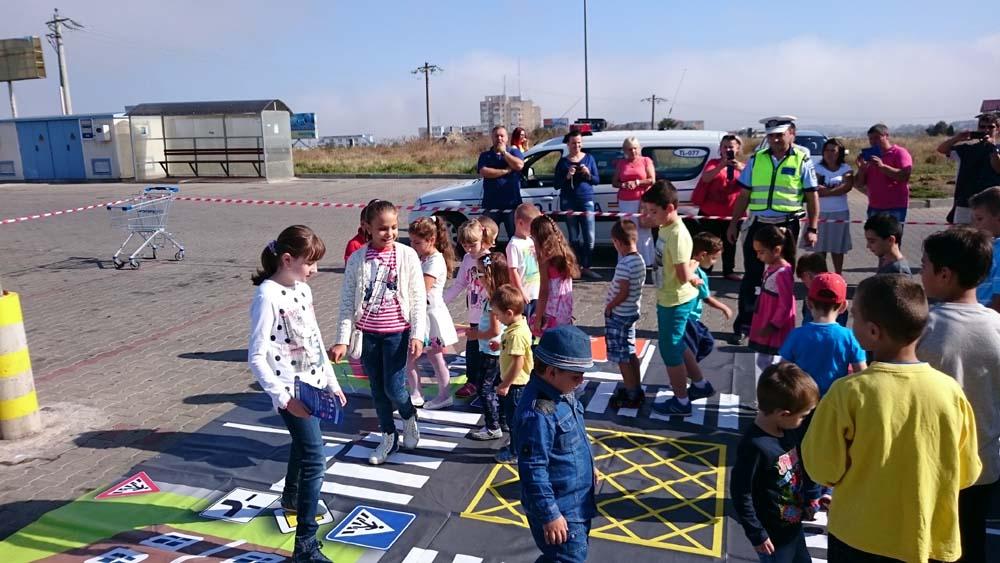 """Aproximativ 50 de copii tulceni, participanţi la proiectul """"Verde la educaţiepentru circulaţie"""""""