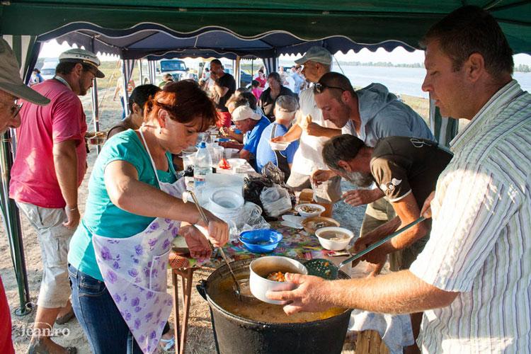 Festivalul Borşului de Peşte al Deltei Dunării, la cea de-a treia ediţie