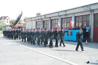 Parada salvatorilor tulceni, cu ocazia Zilei Pompierilor
