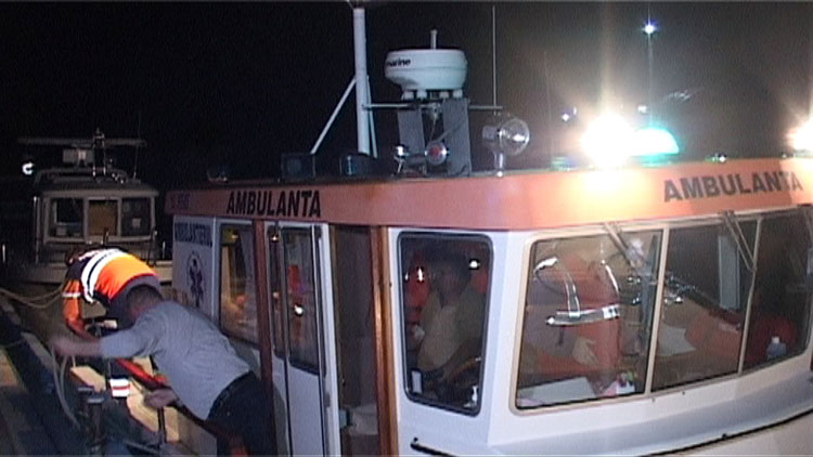 Accident teribil pe canalul 36: O şalupă plină cu turişti s-a făcut bucăţi