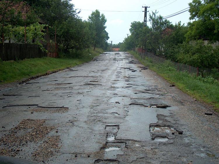 Peste 200 km de drumuri judeţene vor fi reabilitaţi prin POR 2014 – 2020 şi ITI Delta Dunării