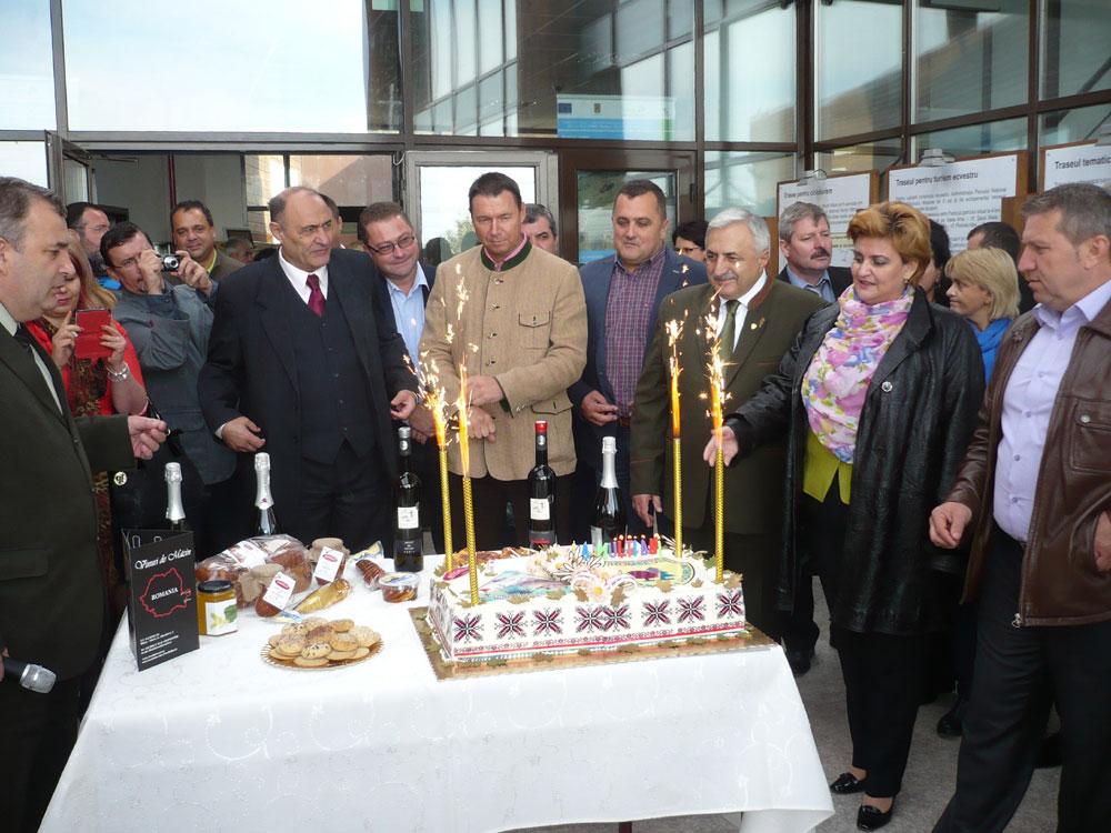 Plăcintă dobrogeană, dans şi voie bună la inaugurarea Centrului de informare de la Greci